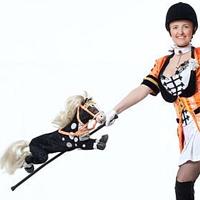 Шоу с голубями и собака (в костюме лошадки)